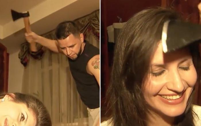 حلاق يستخدم الساطور والمطرقة لقص شعر الزبائن..شاهدي الفيديو!