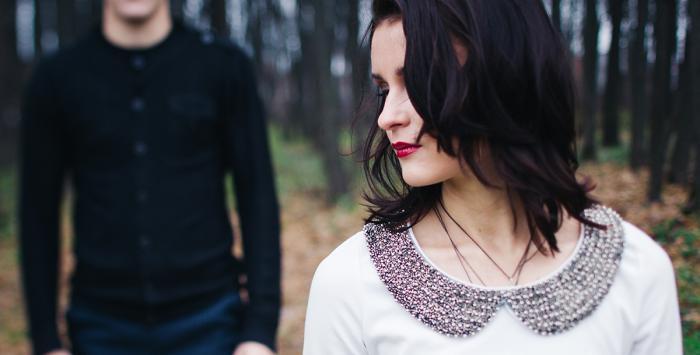 ماذا تفعلين إذا كان شريكك مشوشًا بشأن علاقتكما؟