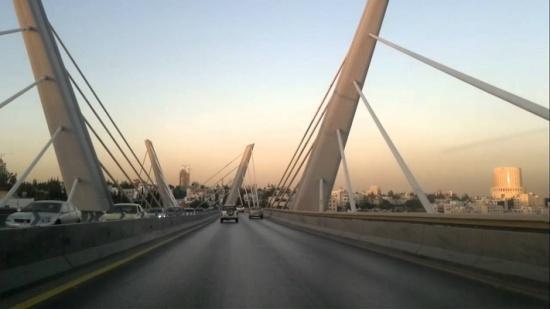 الأمانة:وضع حواجز على جسر عبدون المعلق