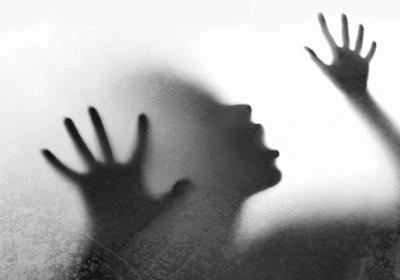 """شاهد فيديو صادم..  شاب يغتصب فتاة """"قاصر"""" في الشارع بطريقة وحشية"""