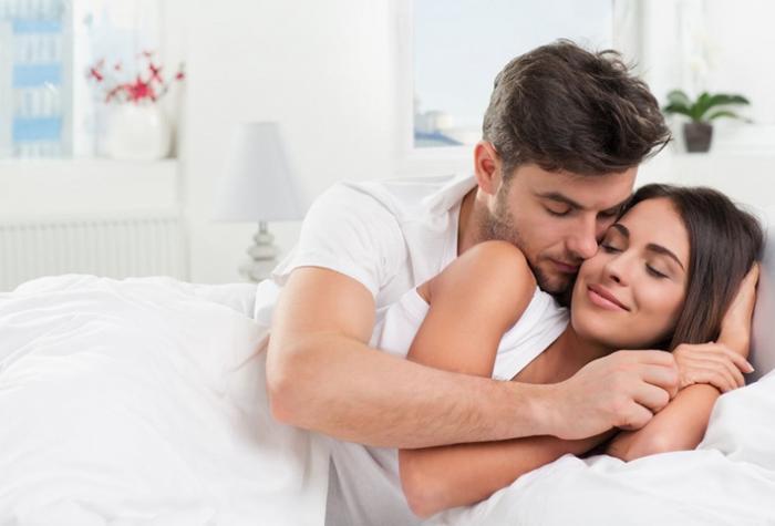 كيف تجذبين زوجكِ مرة أخرى للعلاقة الحميمة بعد غياب؟