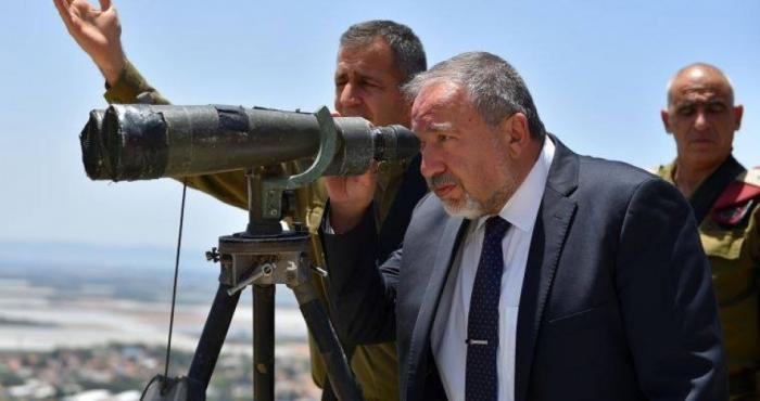 وزير الحرب الإسرائيلي يهدد المتظاهرين الفلسطينيين باستخدام القوة