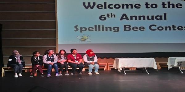 طالبات مدارس النظم الحديثة في مسابقة Spelling Bee