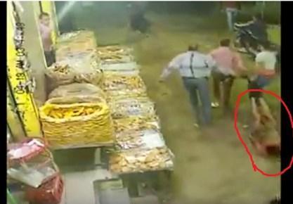 فيديو بشع.. قتل وتمثيل بجثة شاب أمام المارة في مصر