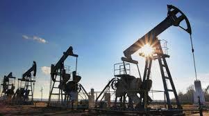النفط يصعد لأعلى مستوى منذ 2014