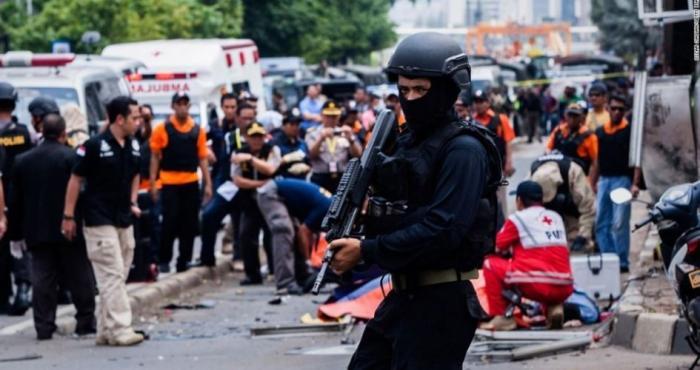 9 قتلى و40 إصابة في تفجيرات استهدفت إندونيسيا