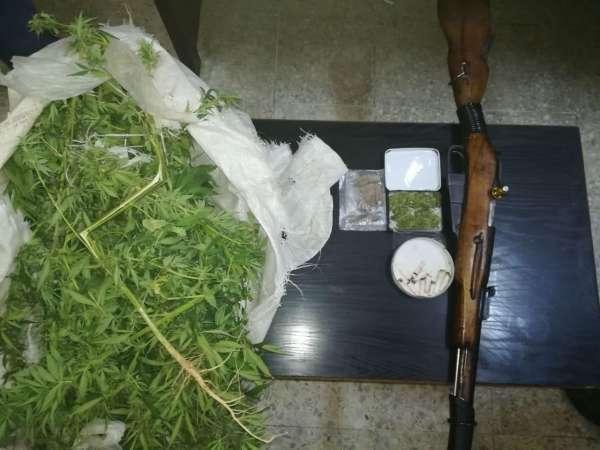اعتقال 7 مروجي مخدرات بعد مداهمات أمنية في البلقاء