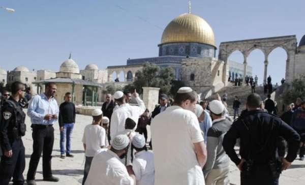 مستوطنون متطرفون يقتحمون الاقصى بأول ايام شهر رمضان