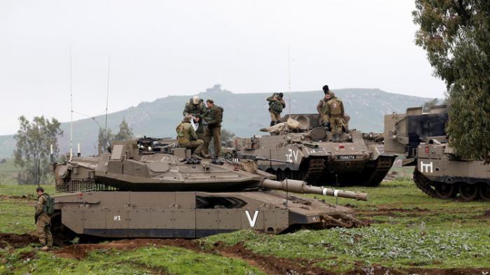 دبات إسرائيلية تقصف مواقع لـ