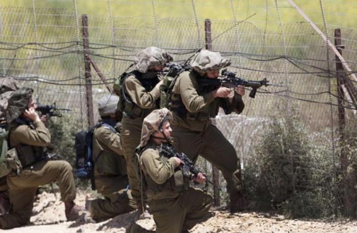 العدو يطلق النار تجاه 3 مواطنين بادعاء محاولتهم احراق معدات عسكرية