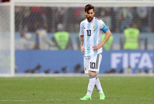 ميسي متهم بالخيانة للأرجنتين