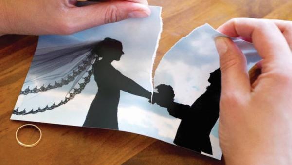 زوج يرصد مكافأة لمن يساعده في تطليق زوجته