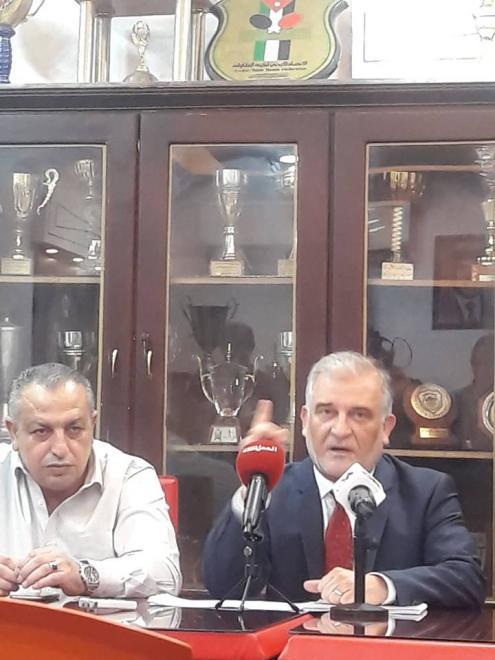 نادي عمان يعلن تجميد انشطته الرياضية