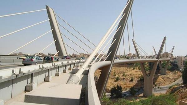 رجل خمسيني يحاول الانتحار بالقفز من اعلى جسر عبدون
