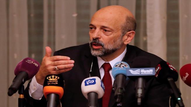 الرزاز يعطي الأردنيين جرعة تفاؤل بهذه القرارات