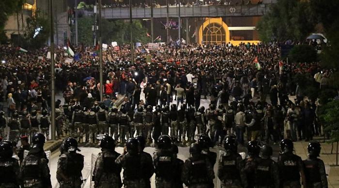 سياسي لبناني: يحذر الحريري من تكرار أحداث الأردن بلبنان
