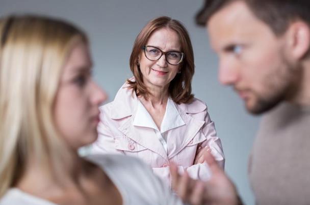 نصائح مهمة تبعدكِ عن تسلط أخت الزوج