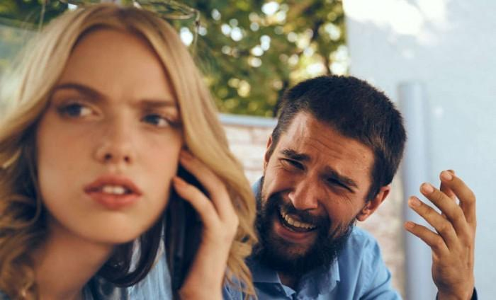 كيف تتعاملين مع الزوج الذي ينتقد شكلك وعيوبك؟