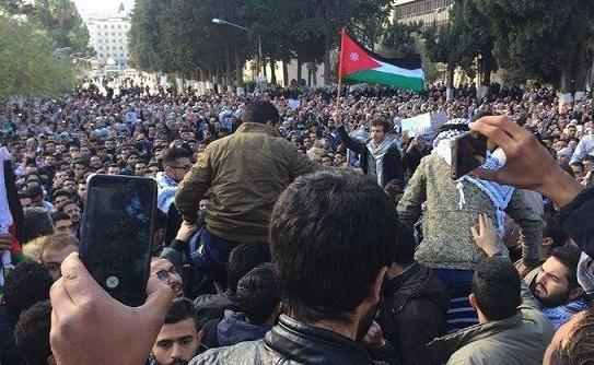 دعوات لمسيرة مركزية باتجاه الرابع الإثنين لتحقيق مطالب الشعب