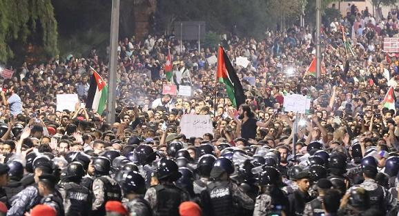 الطراونة : نسبة التظاهر قلّت 60% والرزاز محل ثقة