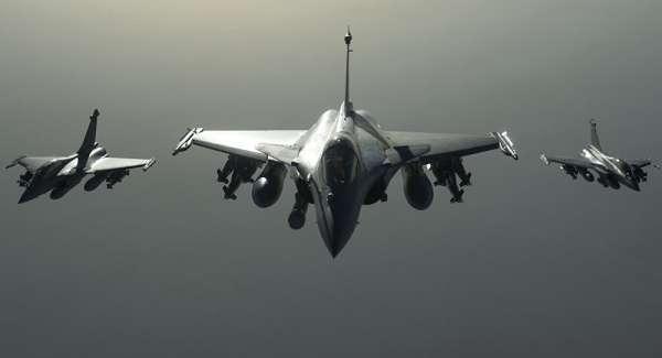 الطيران الامريكي يقصف موقعا للجيش شرق سوريا