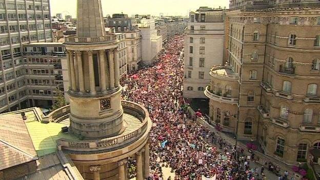 100 ألف متظاهر بلندن احتجاجا على زيارة ترامب - صور