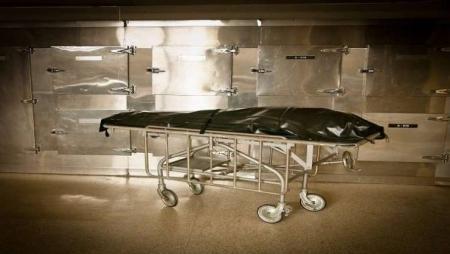 امرأة ميتة تعود للحياة في ثلاجة المشرحة!
