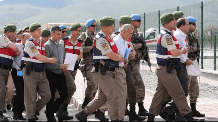 اعتقال عشرات الضباط في تركيا.. والتهمة