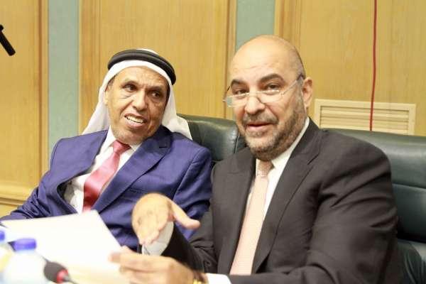 وزير الشباب ينتقد كلمة النائب طارق خوري.. ويعتذر تحت القبة