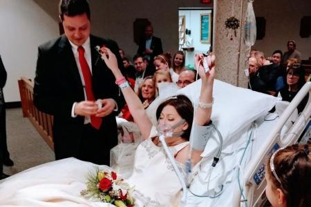 أمريكي يتزوّج خطيبته في المستشفى قبل وفاتها بـ 18 ساعة!