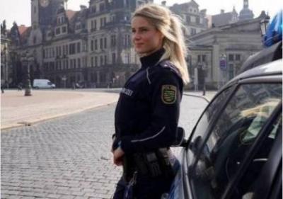 فيديو.. شرطية ألمانية تكتسح إنستغرام وتحصد أكثر من نصف مليون متابع