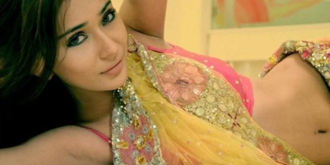ممثلة شهيرة متهمة بالاتجار بجسدها على حساب دينها الاسلامي- بالصورة