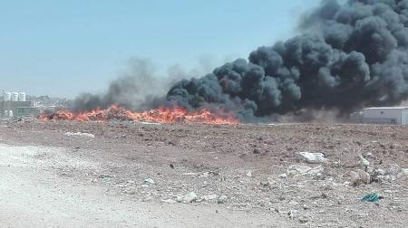 بالصور .. حريق ضخم بالقرب من المدينة الصناعية في مادبا