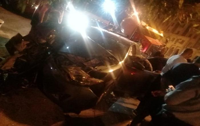 وفاة باصطدام سيارة بشجرة في تلاع العلي - صور