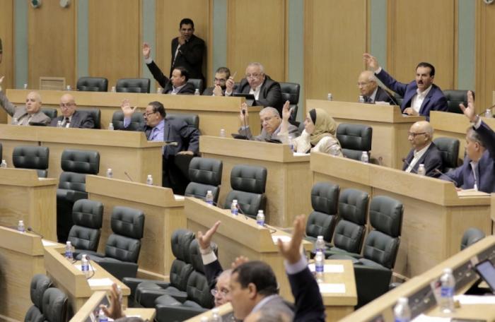 النواب يرفض تخفيض فترة عمل الوزير ليستحق راتبا تقاعديا