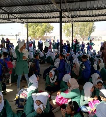 معلمون وأهالي في الشونة الشمالية يعلقون دوام المدراس