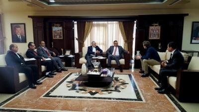 بحث سبل التعاون بين جامعة عمان الأهلية وجامعة ساندرلاند البريطانية