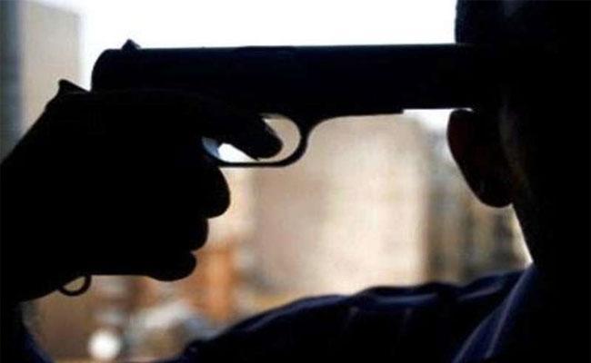 قتلت زوجها رميا بالرصاص أمام أطفالهما