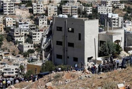 وزير المالية يلتقي متضرري بناية نقب الدبور في مدينة السلط