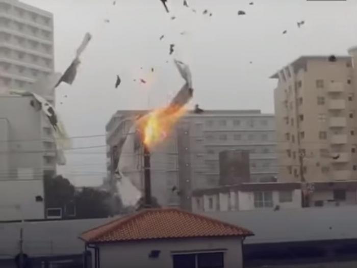 مقاطع فيديو مرعبة لأعنف إعصار يضرب اليابان منذ ربع قرن