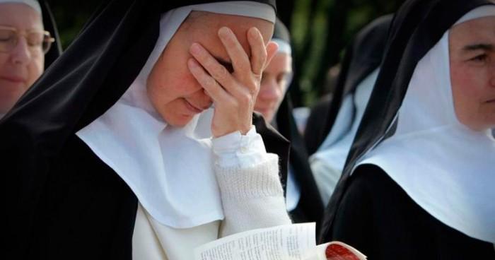 رجل دين يغتصب راهبىة 13 مرة..!!!