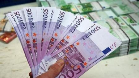 اليورو يرتفع مع انحسار مخاوف ديون إيطاليا