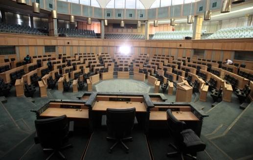 الطراونة يؤكد اكتمال النصاب ومقاعد النواب فارغة ..!