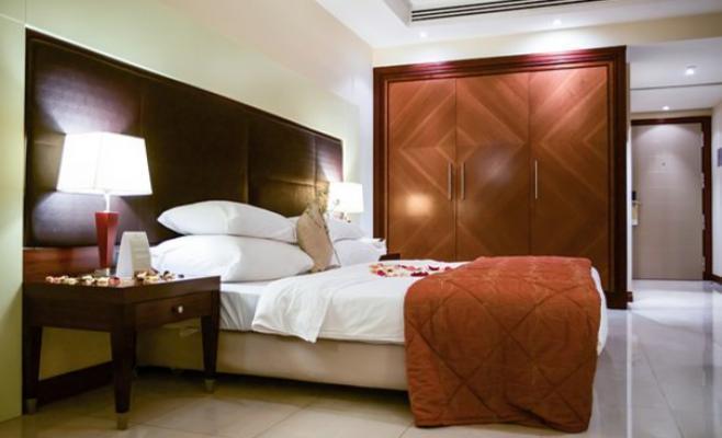 إغلاق فندق في البحر الميت وإخلاء 164 نزيلا بسبب ( بكتيريا )