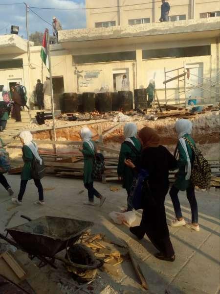 استياء من أعمال بناء في مدرسة وادي السلط أثناء دوام الطالبات