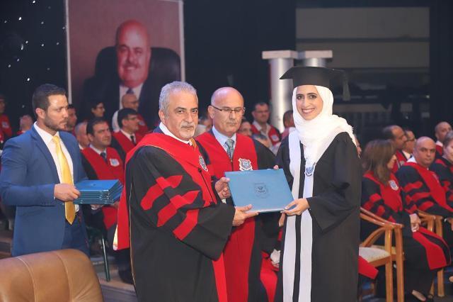 أ.د. ساري حمدان يرعى حفل تخريج