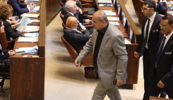 شاهدوا : طرد الطيبي من الكنيست بسبب قاتل الأردنيين