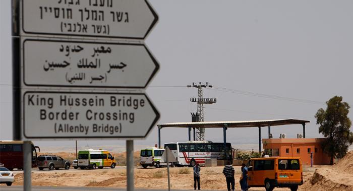 الاحتلال يمنع سفر 11 فلسطينيا الى الاردن