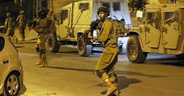 الاحتلال يعتقل 21 فلسطينيًّا من الضفة الغربية