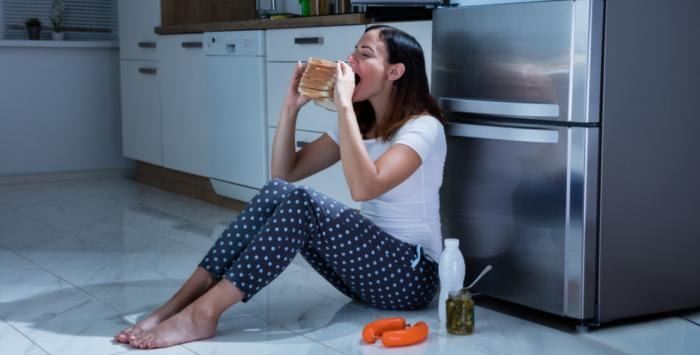 متلازمة الأكل الليلي.. الجانب المظلم للاكتئاب!